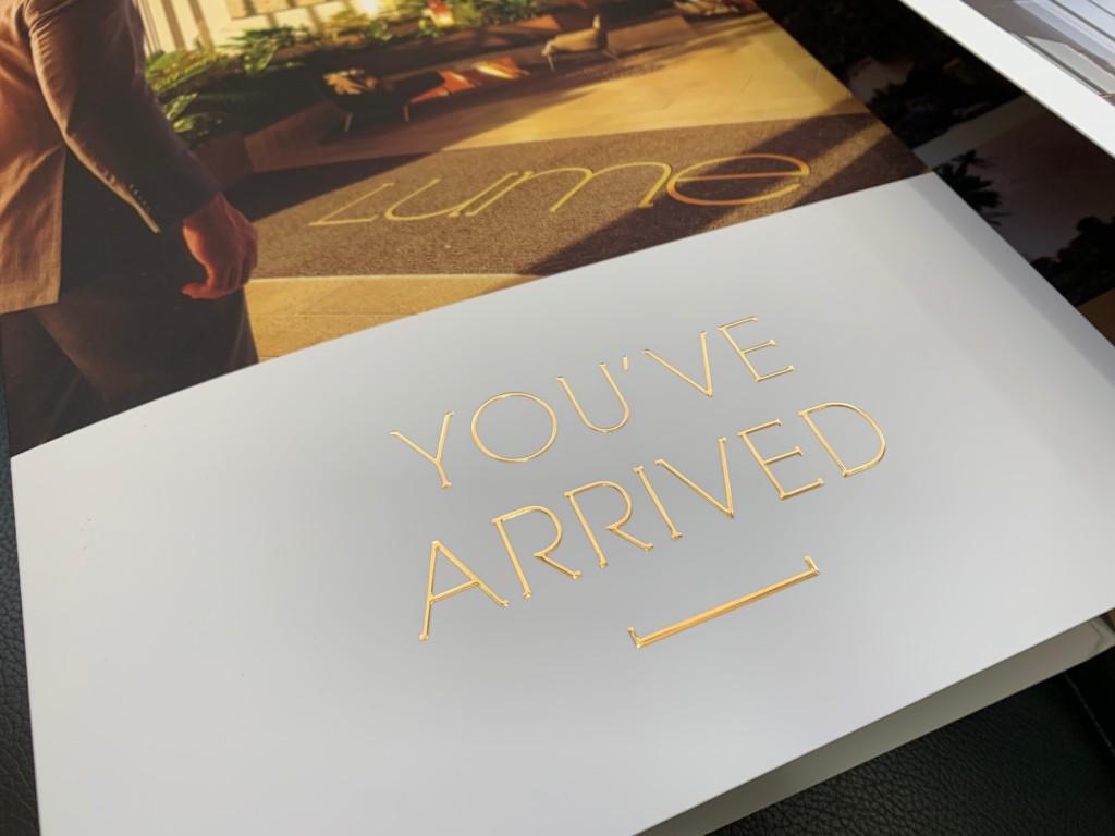 Impresión de carpetas corporativas oro
