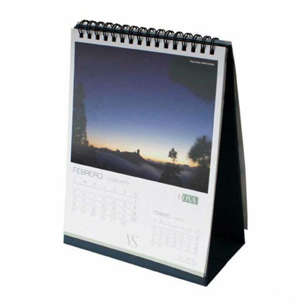Impresión de calendarios triangulares personalizados para profesionales, empresas y negocios.