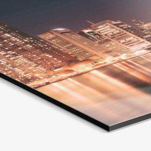Impresión sobre aluminio Dibond para rótulos y cartelería profesional.