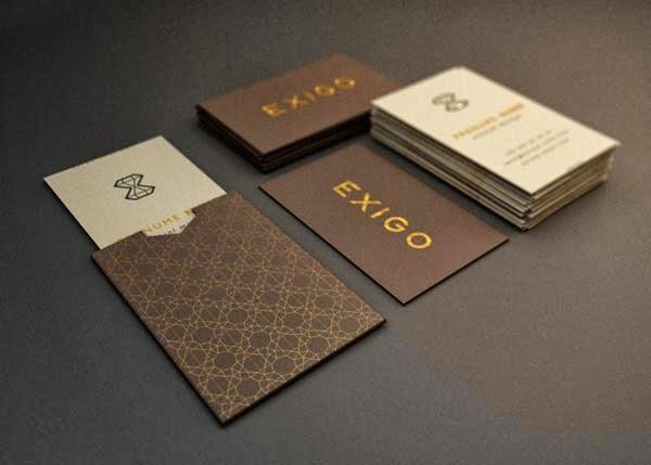 Tarjetas de visita profesionales de lujo con guardatarjetas.
