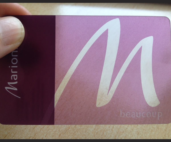 tarjetas transparentes y traslucidas de visita